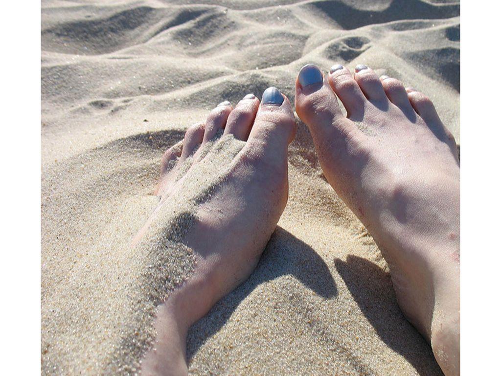 L'astuce ultime pour ne pas avoir de sable collé aux pieds toute la journée