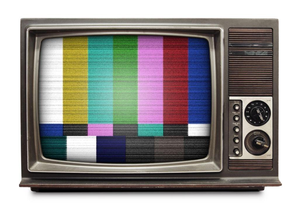 7 petites choses que j'adore faire devant la télé