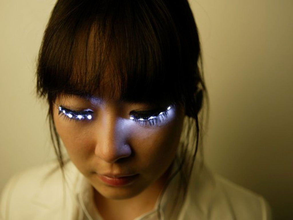 Des faux-cils lumineux pour des yeux de fée