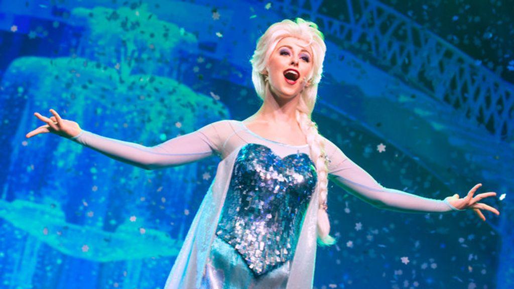 Disneyland Paris : la fête givrée de la Reine des Neiges arrive !