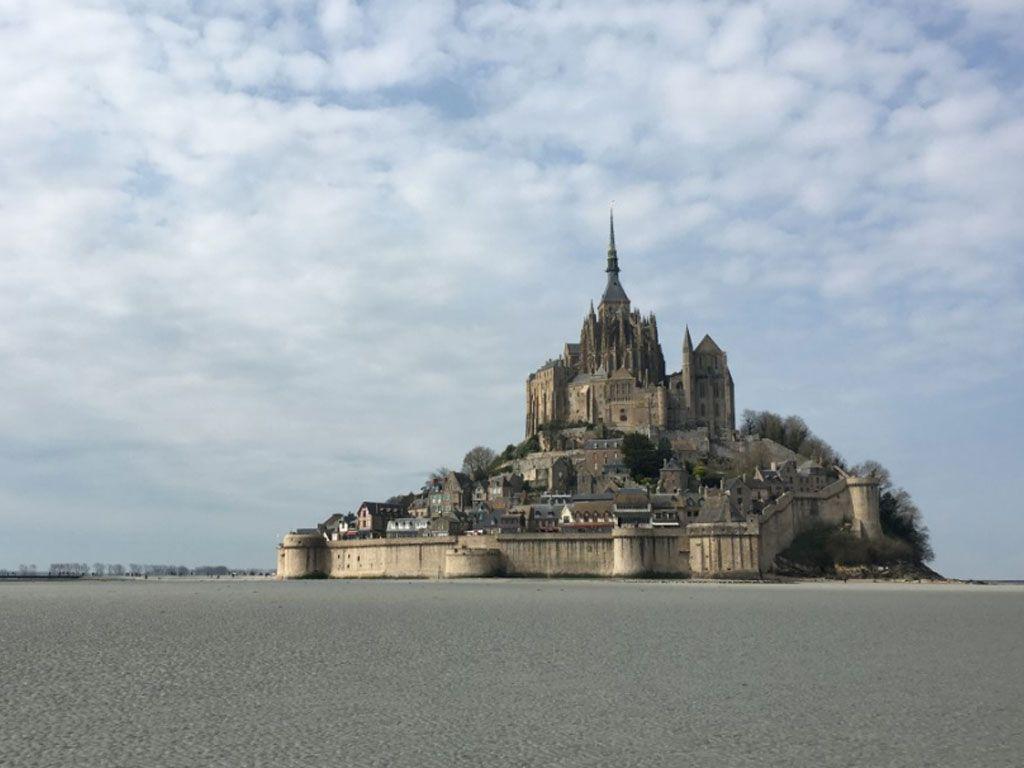 Le Mont-Saint-Michel est-il breton ou normand ?