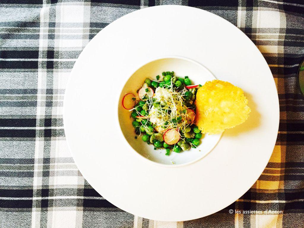 Toute fraiche et toute simple, la salade de petits pois et tuile de parmesan