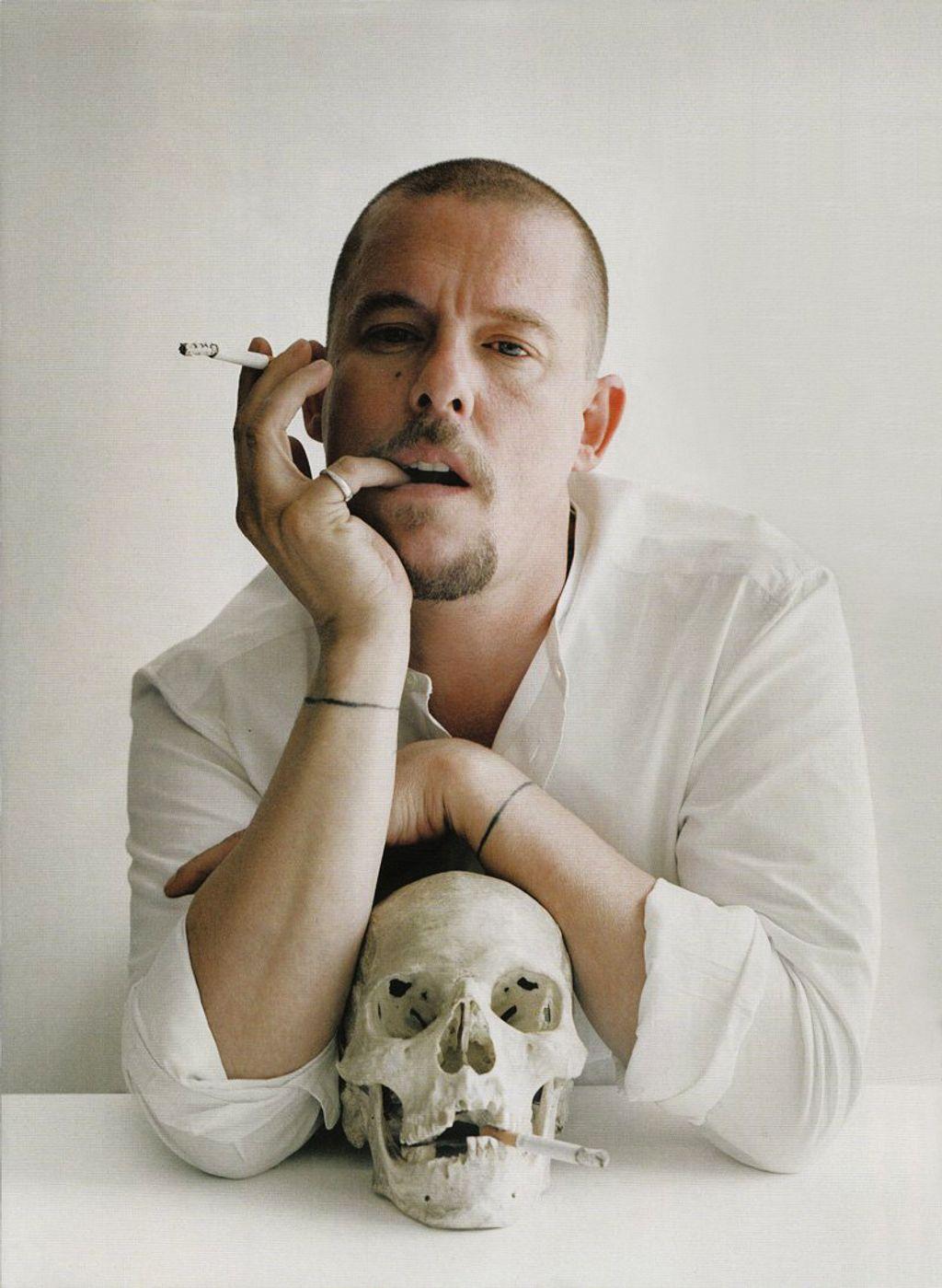 Yes ! Alexander McQueen débarque rue Saint-Honoré