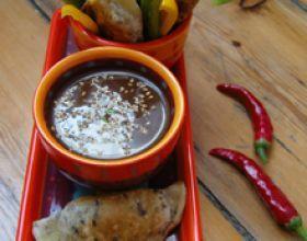 Raviolis mexicains et sauce épicée au chocolat