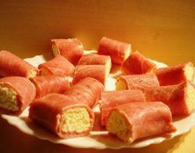 Ruletiki iz vetchiny s syrom i chesnokom