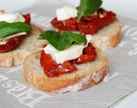 Toasts de tomates séchées-mozza
