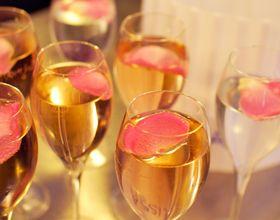 Limonade rosée aux pétales de rose
