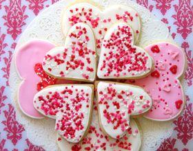 Biscuits romantiques avec glaçage