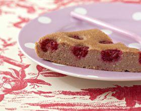 Gâteau fondant aux biscuits roses de Reims et framboises