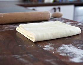 Apprenez à faire une pâte feuilletée sur elleadore.com !