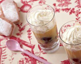 Trifles aux cerises et biscuits roses
