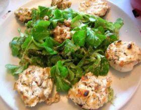 Champignons farcis au fromage à l'ail et fines herbes