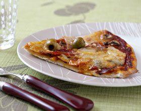 Pizza aux jambon, champignons et poivron