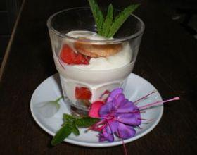 Verrine façon tiramisu aux fraises