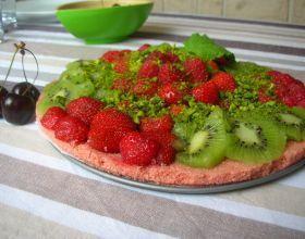 Délice aux fruits rouges sur biscuit rose