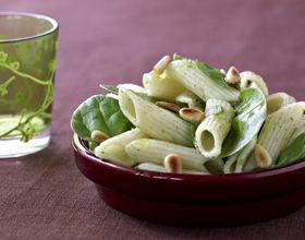 Salade de penne aux pignons et épinards