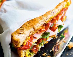 Club sandwich dinde, tomates confites-chorizo