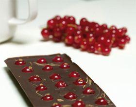 Vidéo : tablette de chocolat noir aux groseilles
