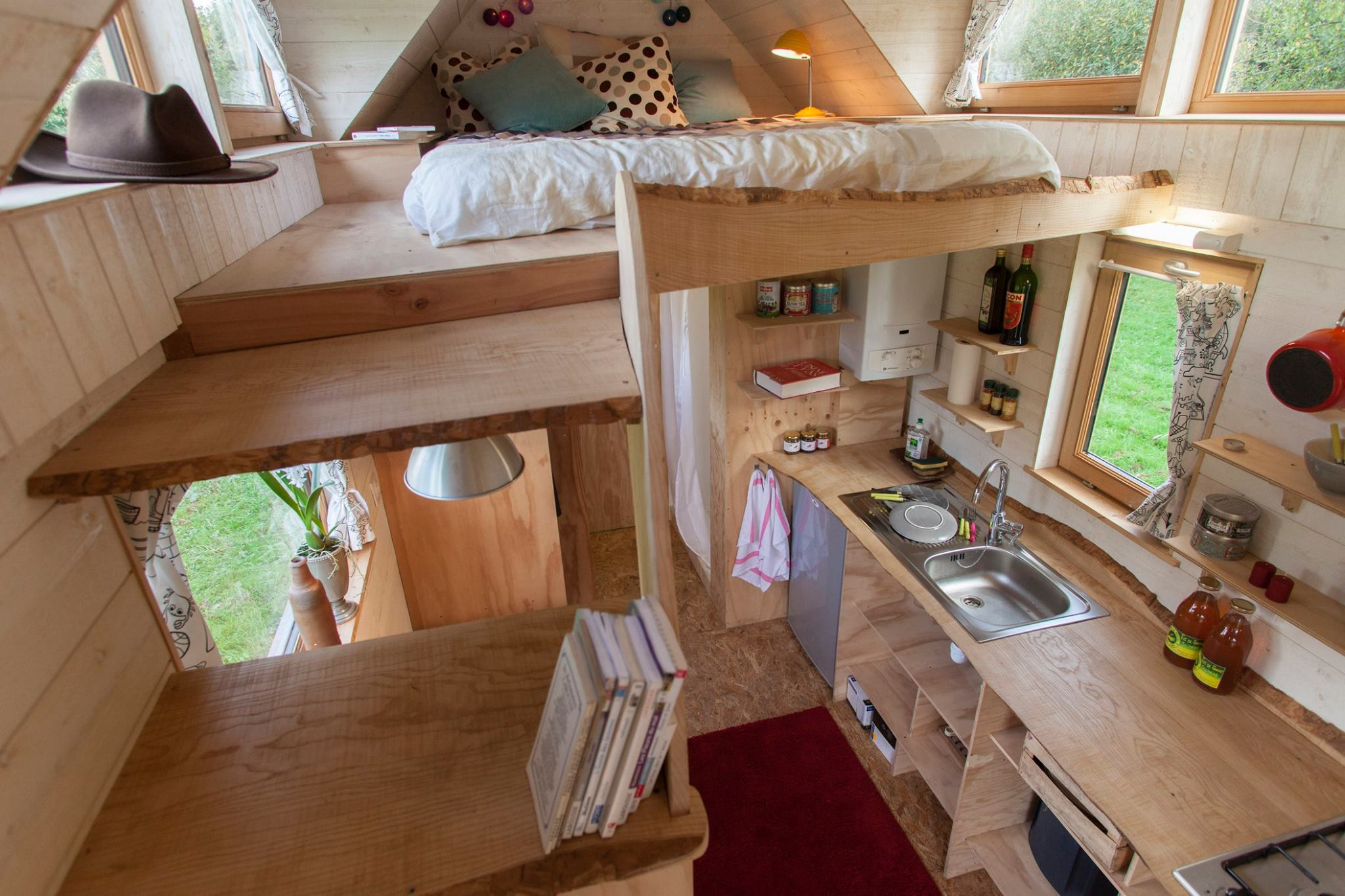 La tiny house la maison miniature elle for Small house design inside and outside