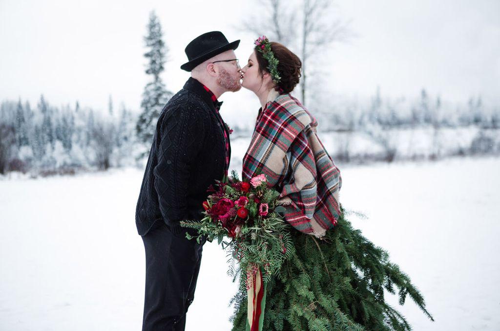 Jolie mariée avec une robe originale en sapin !