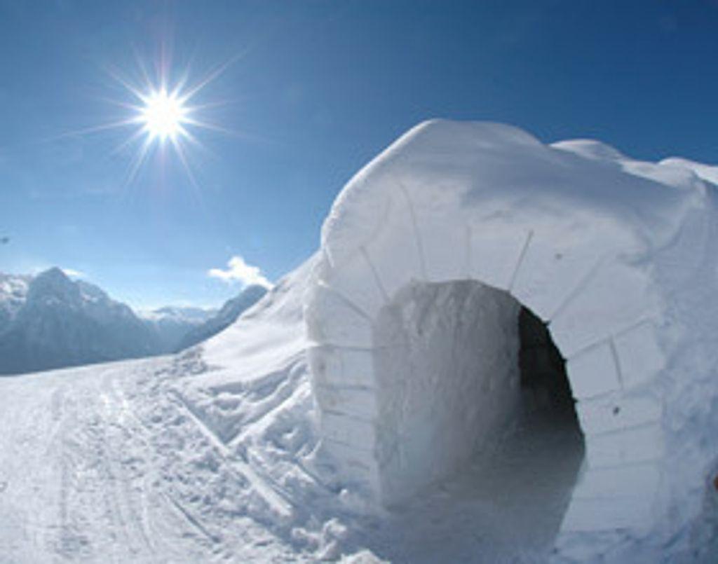 Passez la nuit dans un igloo !
