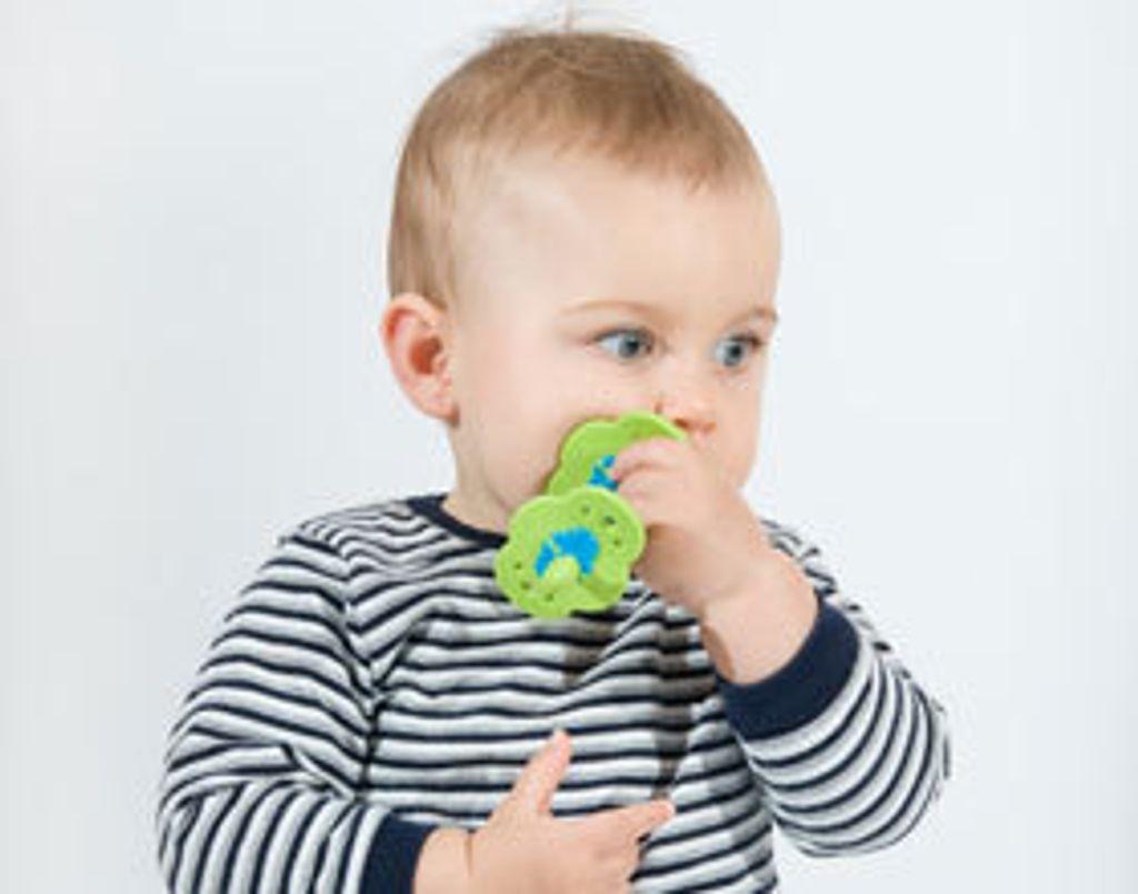 Bébé fait ses dents : mes astuces anti-douleur