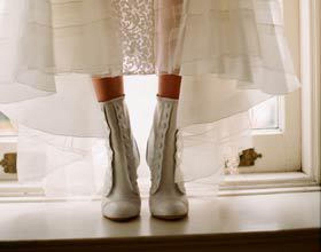 Delphine Manivet lance sa ligne de chaussures féeriques pour le jour J !