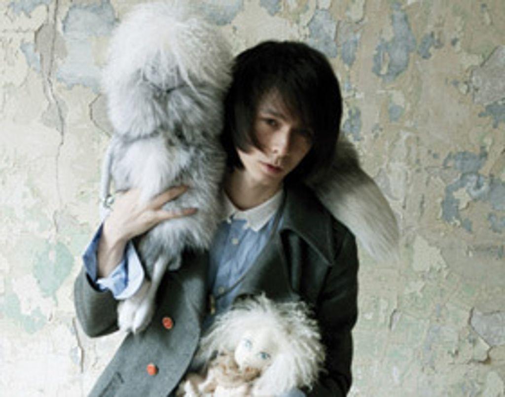 """Andrew Yang et ses poupées """"haute couture"""" aux Galeries Lafayette !"""
