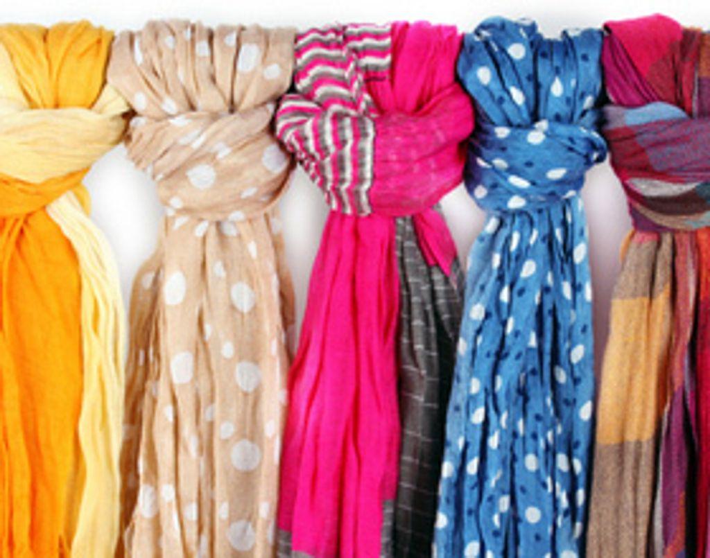 Classique, sixties, ou même en sac, le foulard s'adapte à tous les styles chez Zalando !