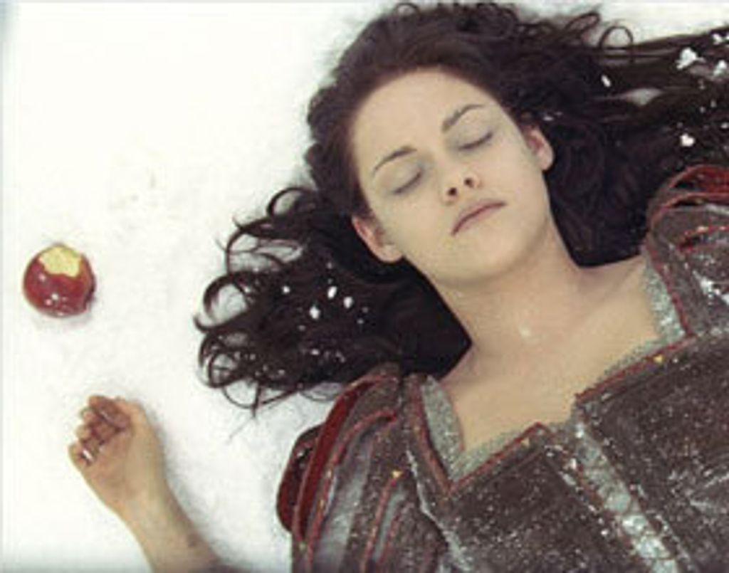 Blanche Neige et le Chasseur : Twilight bis ?