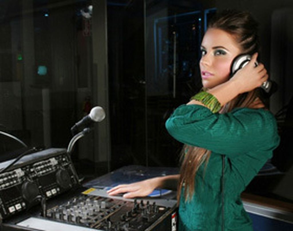 Hey ! Miss DJ, put the record on !