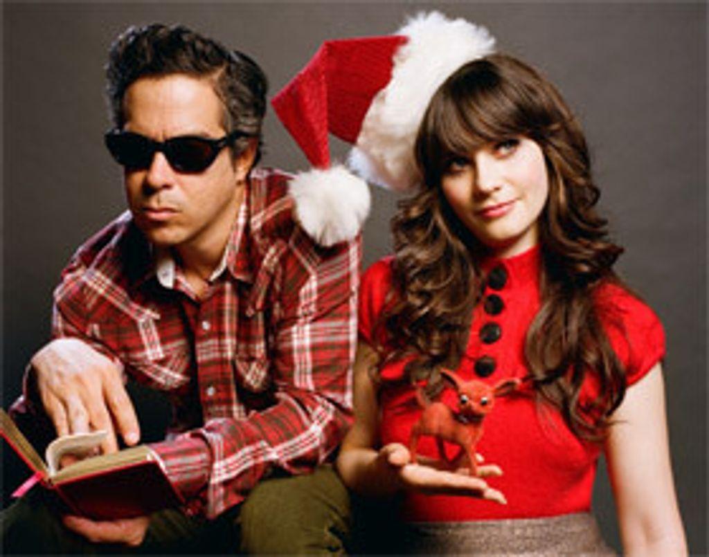 L'actrice Zooey Deschanel chante Noël et on adore!