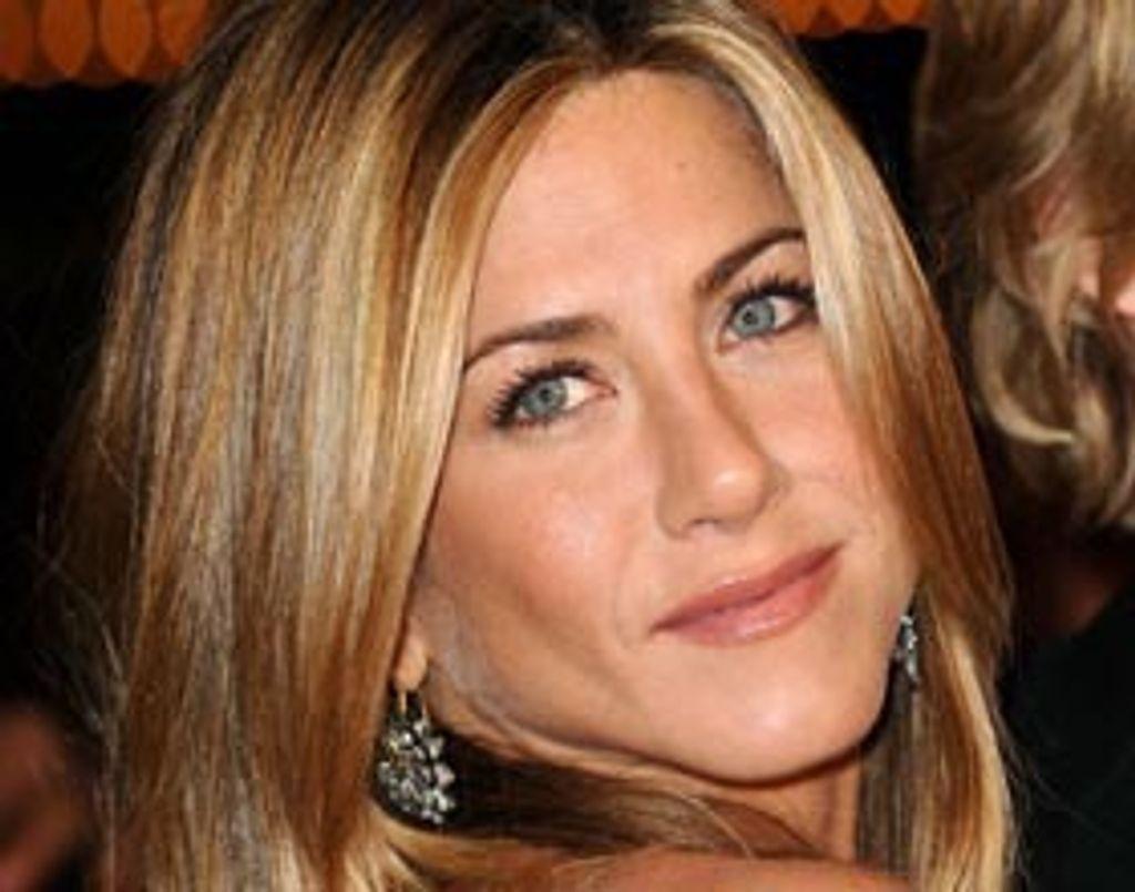 Jennifer Aniston surfe pour trouver l'amour
