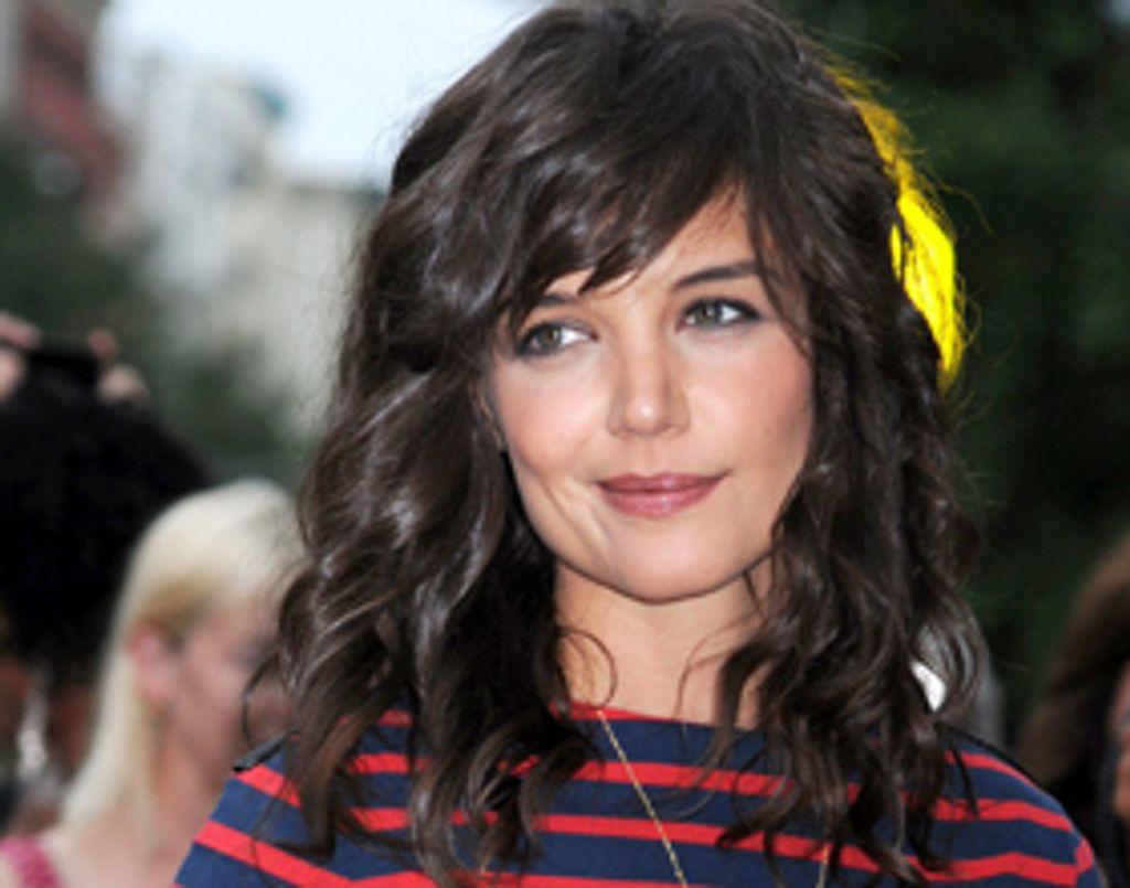"""Katie Holmes adopte la """"bouclettes attitude"""""""
